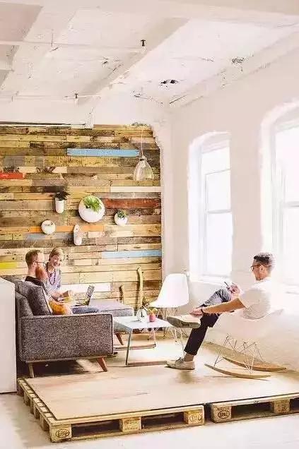 你家的墙面还在刷漆?这样玩逼格才高