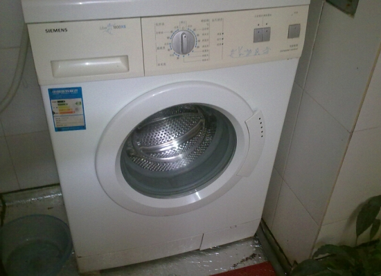 西门子滚筒洗衣机如何清洁衣服