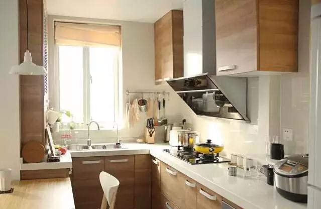 高颜值美女 大胆将餐桌放进了厨房的装修设计中