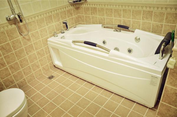 厕所厨房清洁大招:几毛钱就把瓷砖变干净