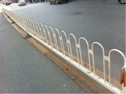 道路护栏的作用和材料