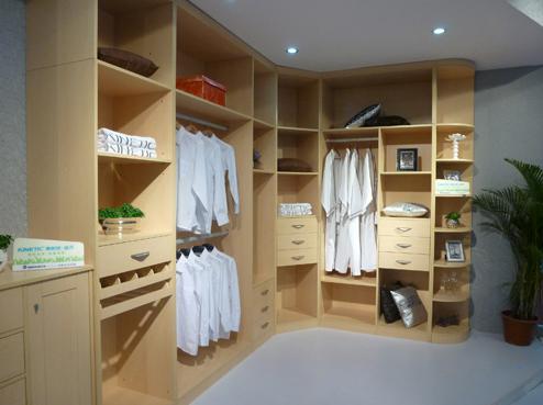如何根据衣柜设计图选择衣柜