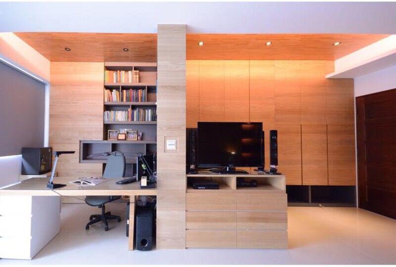 实用的书柜电脑桌一体图片