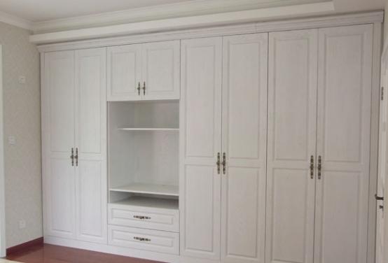 选择实木衣柜订制有哪些好处