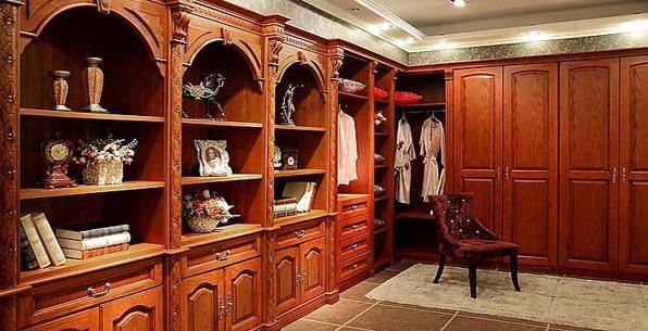 整体衣柜好还是实木衣柜好