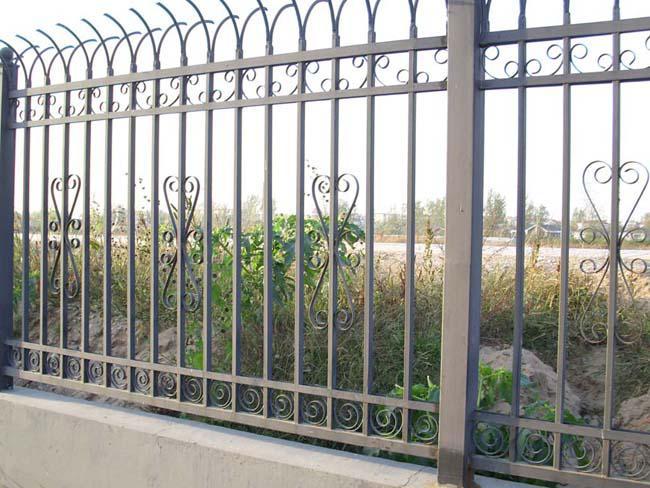 你知道怎样保养铁艺围墙栏杆吗