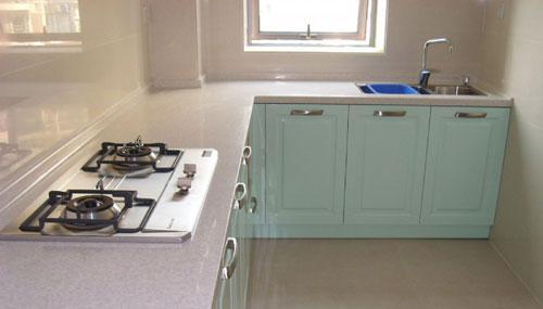 厨房人造石台面的清洁和保养技巧