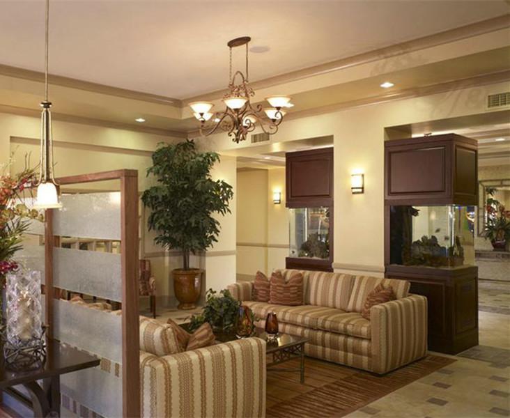 客厅中的小隔断  装饰中的大用处