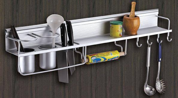选择合适的架子收纳厨房挂件