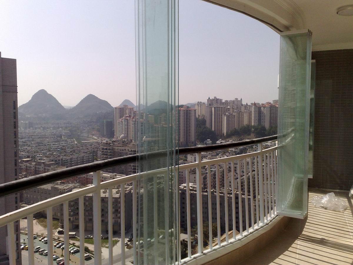 清新现代的无框阳台门窗