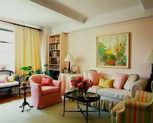 客厅装修设计效果图 现代客厅里的多色演绎