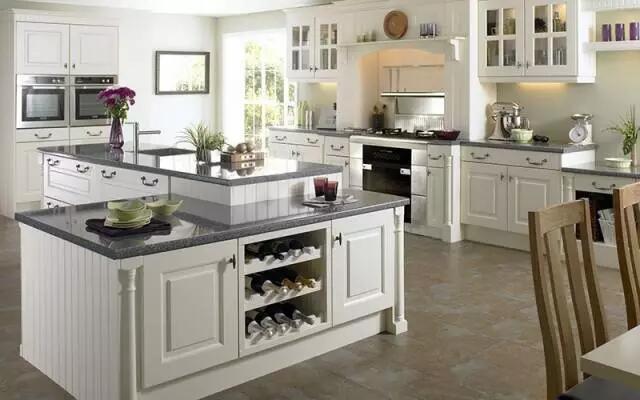 开放式厨房设计,没想到备餐和用餐可以同时进行