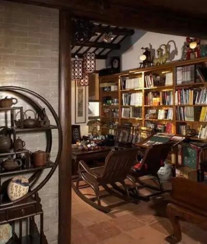 卧室兼书房装修