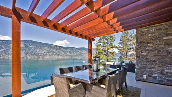 玻璃房子 小别墅露天阳台感受花园阳光