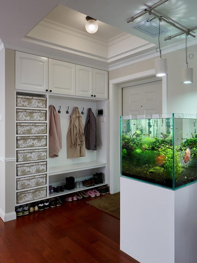进门玄关鞋柜带鱼缸图片