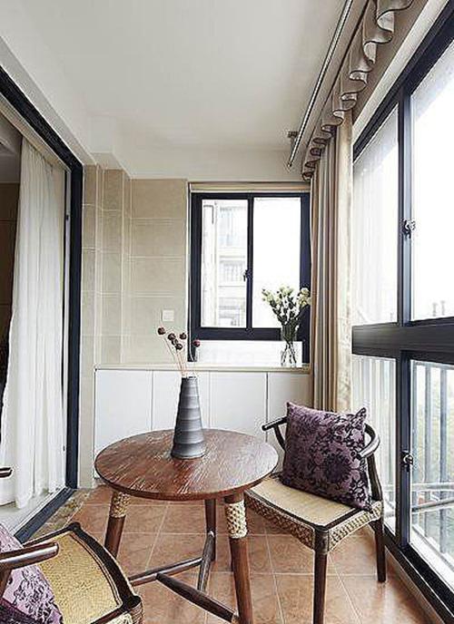 客厅带阳台装修效果图大概的样子