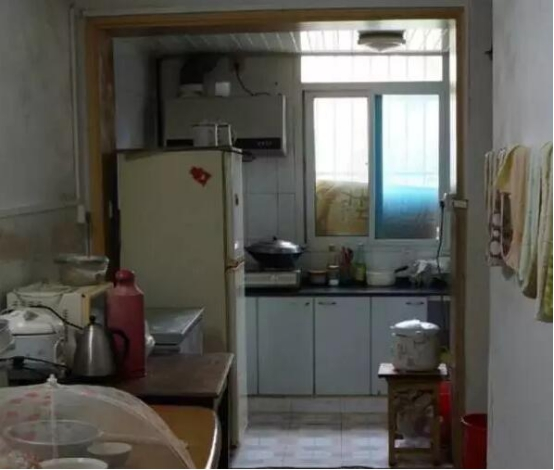 北阳台如何利用:寒冬到来前,我们改造了这位老奶奶的厨房