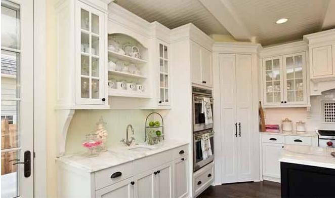 偏小的厨房用品摆放图片
