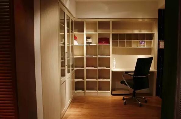 为何要把阳台改造成书房?