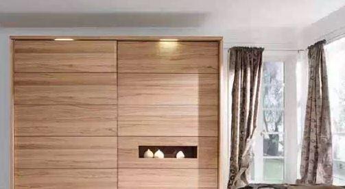主卧室大衣柜效果图 方寸之间巧利用