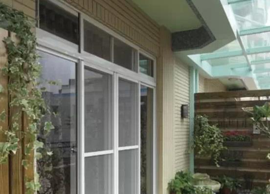 阳台玻璃门效果图,节省空间