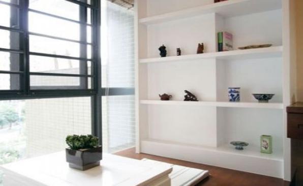 如何把阳台设计成榻榻米书房呢?