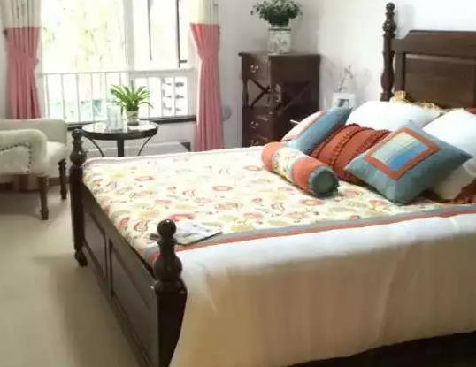 卧室家具特价套装布局方法