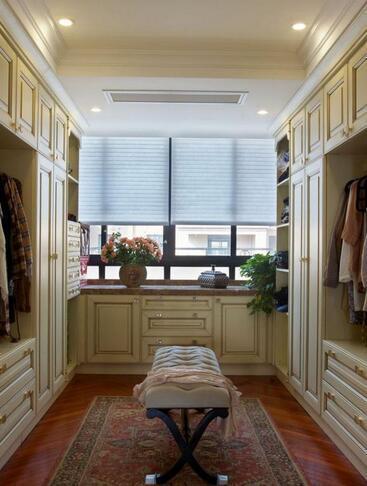 阳台衣帽间装修效果图以及衣帽间装修设计