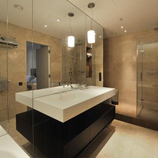 卫生间镜子对着门好吗?卫生间布局有哪些注意的地方?