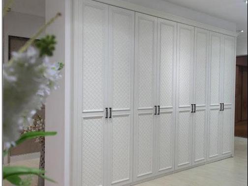 如何选择衣柜门