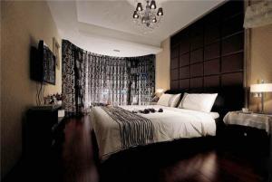 温馨带飘窗的卧室装修