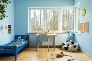蓝色风格儿童房墙纸效果图