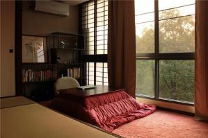 客厅榻榻米阳台设计
