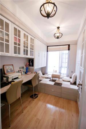 榻榻米卧室设计双人书桌