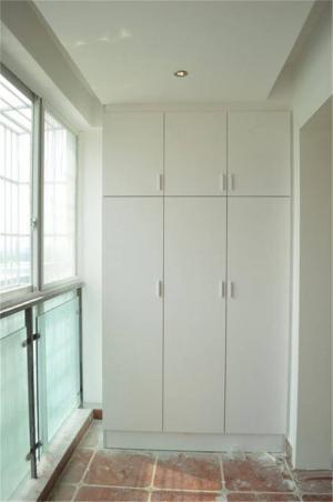 楼房阳台衣柜
