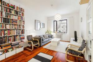 都市小户型客厅书柜