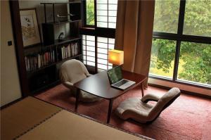 休闲现代客厅阳台榻榻米