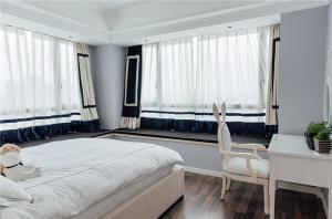 欧式带飘窗的卧室装修