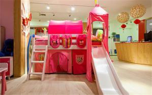 女孩卧室上下床装修效果图带滑梯