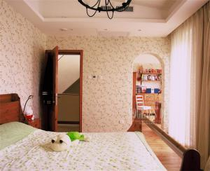 碎花壁纸10平米儿童房设计