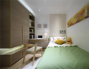 卧室整体衣柜样板间