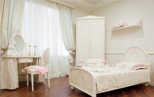 温馨女孩儿童房布置