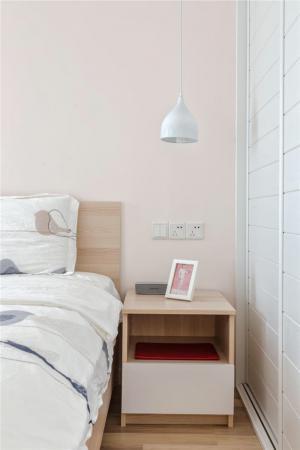 家具床与床头柜搭配