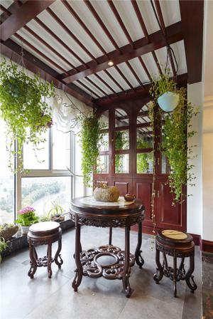 中式雕花餐桌阳台改餐厅效果图