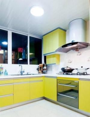 果黄色橱柜阳台改厨房效果图