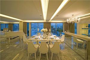 家居客厅小餐桌