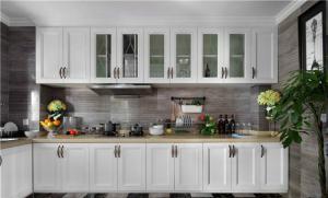 白色厨房间橱柜