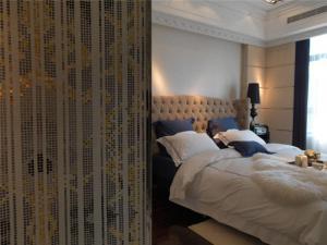 美式带飘窗的卧室装修
