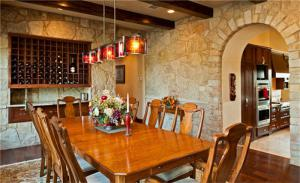 别墅餐厅美式酒柜