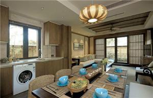 原木设计客厅橱柜实景图